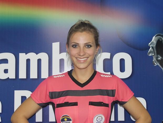 """BLOG: Lembra da musa da arbitragem? Fernanda Colombo encerra a carreira aos 25 anos: """"Novas prioridades"""""""