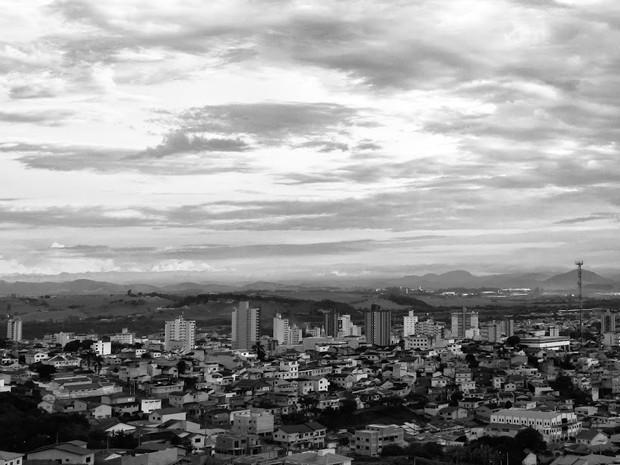 Fotógrafos amadores registram Pouso Alegre, MG, em preto e branco (Foto: Christopher Joseph/ Divulgação)