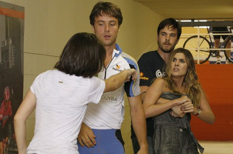 Julia Faria em cena de 'Passione' (Foto: TV Globo)