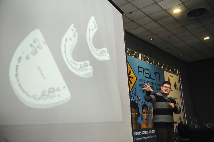Cícero Moraes em palestra no FISL 17 (Foto: Divulgação/FISL)