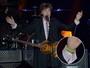 Paul McCartney usa pulseira de garoto que fez artesanato para ir a show