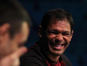 Rodrigo Minotauro risada TUF Brasil 2 UFC (Foto: Getty Images)