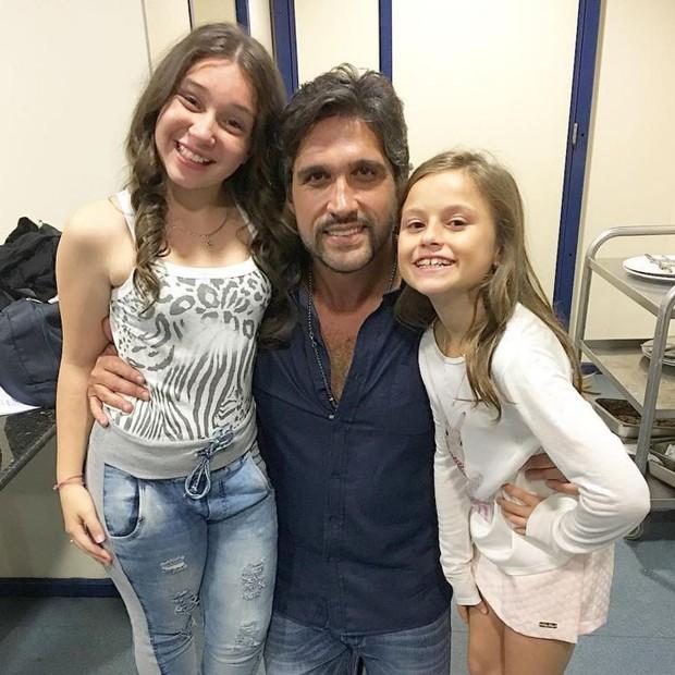 Léo Chaves com Pérola e Rafa Gomes, finalistas do The Voice Kids (Foto: Reprodução/Instagram)