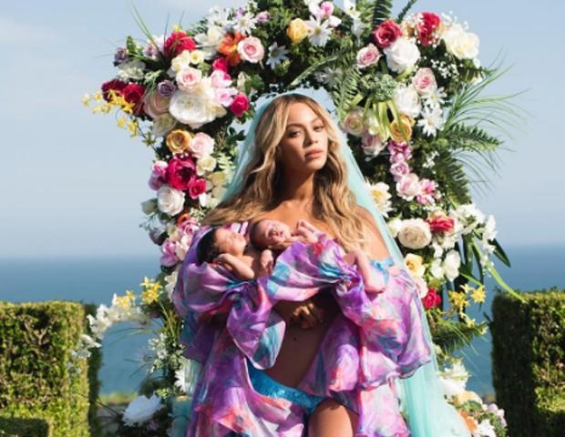 Beyoncé com os gêmeos Sir e Rumi (Foto: Reprodução / Instagram)