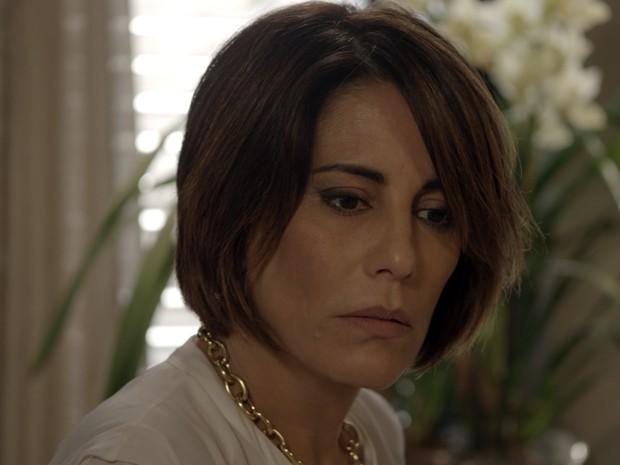 Beatriz fica dividida, mas cede aos encantos de Otávio (Foto: TV Globo)