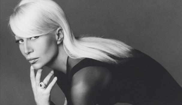 Donatella na capa do livro Versace (Foto: Divulgação)