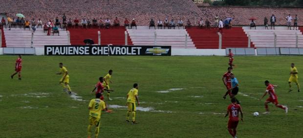 4 de Julho x Picos pela nona rodada do Campeonato Piauiense (Foto: Josiel Martins)
