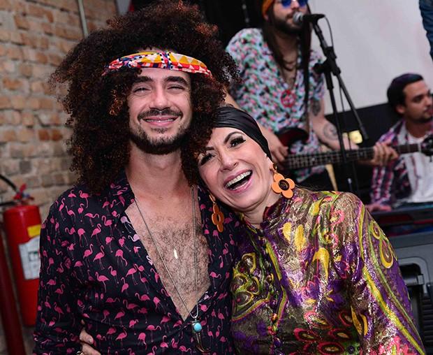 Felipe Andreolli com a mãe, Edy (Foto: Leo Franco / AgNews)