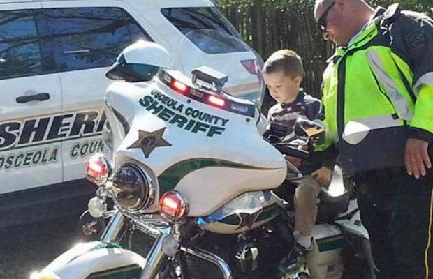 Polícia de St. Cloud, na Flórida, fez uma visita surpresa para Glenn (Foto: Arquio pessoal)