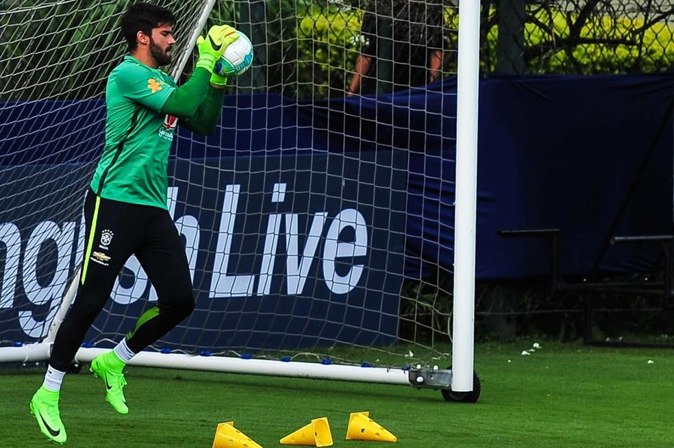 Alisson precisa resolver situação no Roma para continuar sendo o mais prestigiado por Tite no gol da Seleção (Foto: Maurício Rummens / Agência Estado)