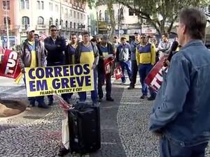 protesto edit Bancários recusam reajuste de 7,1% e decidem manter greve