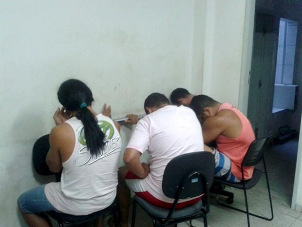 Suspeitos são investigados por integrarem quadrilha envolvida com tráfico de drogas (Foto: Divulgação/Polícia Civil)