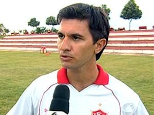 Novo técnico do União diz que sua missão é afastar clube da lanterna (Foto: Reprodução/TVCA)