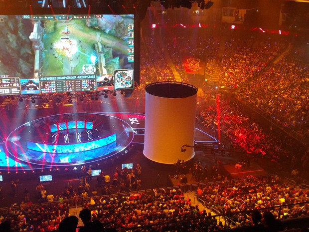 "Público de 17 mil fãs lotou ginásio em Berlim para final do Mundial de ""League of Legends"" (Foto: Bruno Araújo/ G1)"