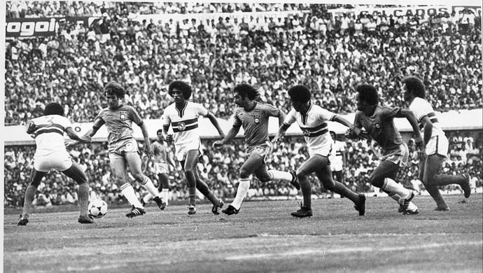 Seleção Goiana x Brasil no Serra Dourada em 1978 (Foto: O Popular)