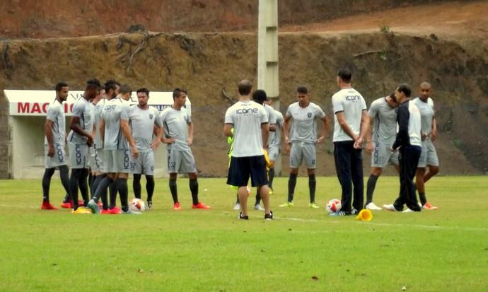 Sob muita chuva e frio, Doze faz seu primeiro treino a sete dias da estreia (Foto: Divulgação)