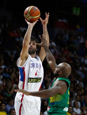 teodosic  brasil x servia basquete (Foto: AP)