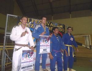 Eric Angellys e outros atletas da 12ª edição do Campeonato da Amizade de Judô de Cacoal-RO (Foto: NAEC/ Divulgação)