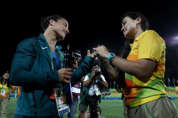 Isadora Cerullo tem a mão pedida em casamento logo após jogo (Foto: David Rogers/Getty Images)