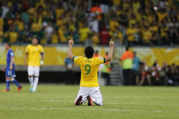 Fred comemora gol contra Itália pela Copa das Confederações (Foto: AP)