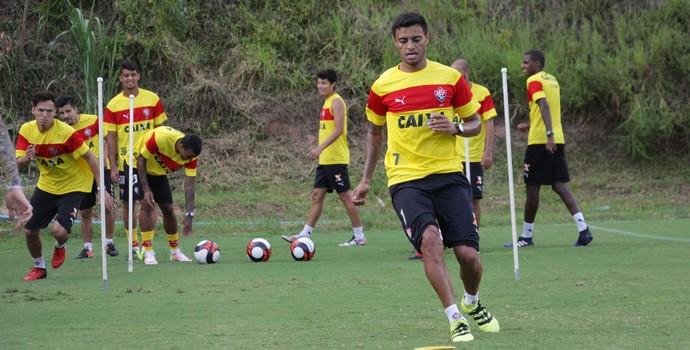 Cleiton Xavier em treino do Vitória (Foto  Moysés Suzart  Divulgação EC  Vitória 1e4478b9eef35