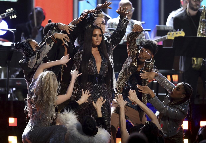 Demi cantou pela primeira vez no Grammy, na homenagem aos Bee Gees (Foto: Associated Press)