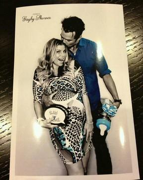 Fergie e Josh Duhamel em chá de bebê do filho (Foto: Twitter/ Reprodução)