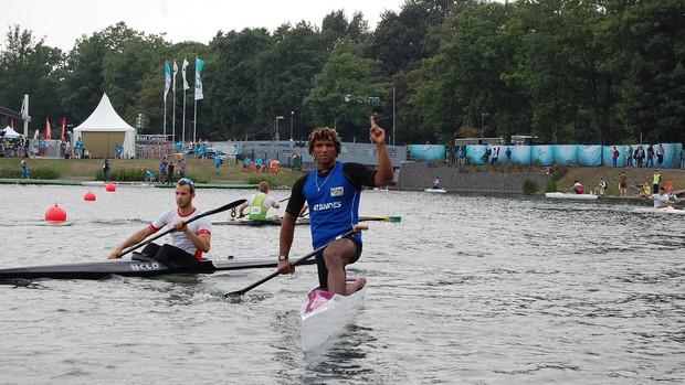 Isaquias Queiroz conquista o ouro no Mundial de Canoagem na Alemanha (Foto: Divulgação)