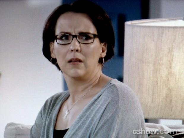 Selma mostra sua indignação com namoro do filho e confessa decepção com Shirley (Foto: Em Família / TV Globo)