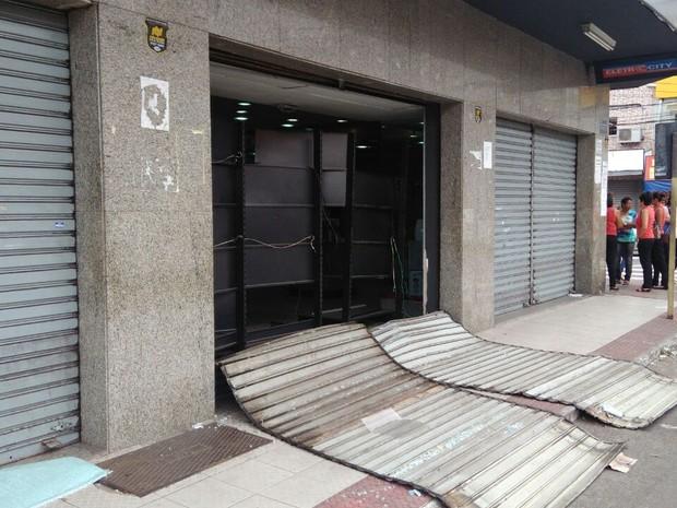 Loja de eletrodomésticos é arrombada no Espírito Santo (Foto: Diony Silva/ A Gazeta)