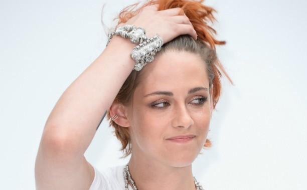 """A atriz Kristen Stewart já revelou tinha dificuldades em se relacionar com o pessoal da mesma idade que ela na escola. """"Eles são maus e não te dão uma chance sequer"""", desabafou. (Foto: Getty Images)"""