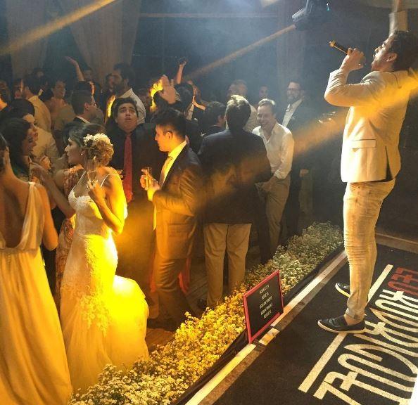 Leo Rodriguez se apresenta em casamento (Foto: Instagram / Reprodução)
