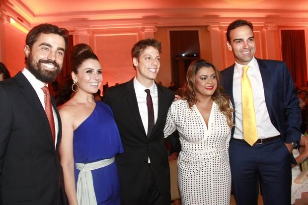 Ricardo Pereira, Giovanna Antenelli, Fábio Porchat, Preta Gil e Tadeu Schmidt em premiação no Rio (Foto: Isac Luz/ EGO)