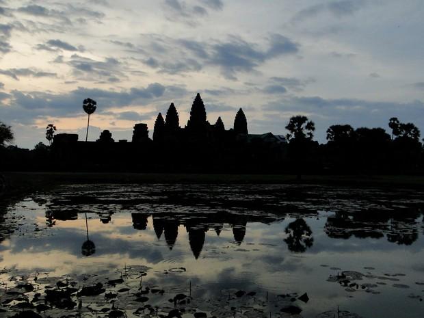 Paisagem do Camboja tem o templo Angkor Wat ao fundo (Foto: Gisele Oliveira/VC no G1)