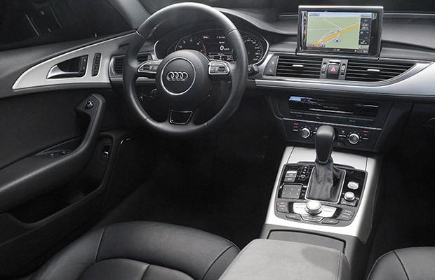 Interior do Audi A6 Ambiente 2.0 TFSI deve tela sensível ao toque (Foto: Divulgação)