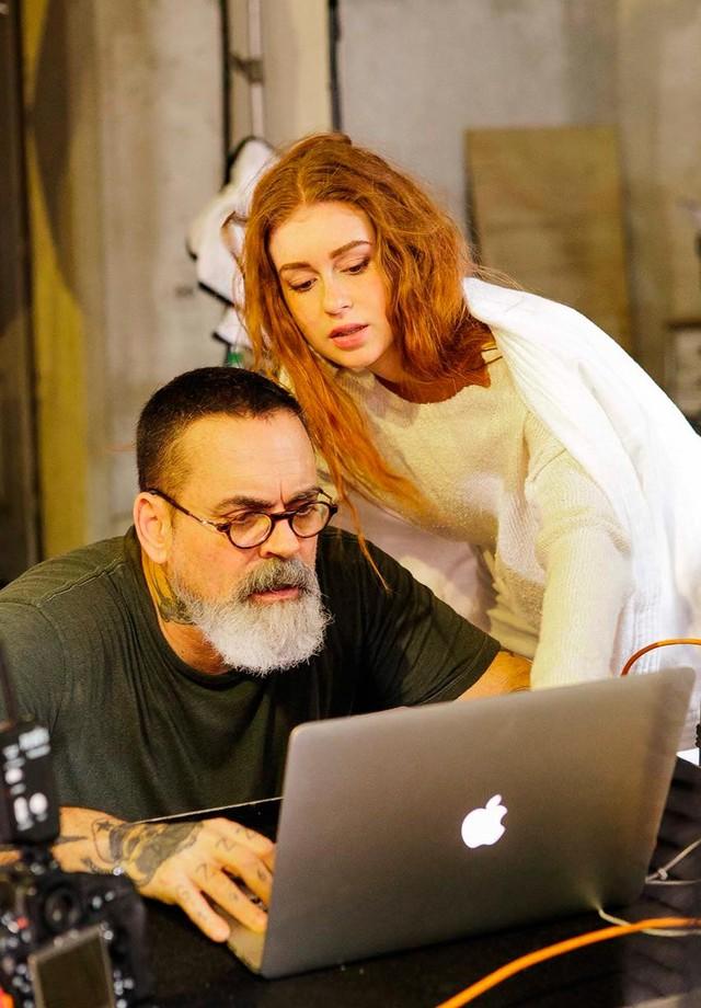 Marina Ruy Barbosa e Zee Nunes nos bastidores do shooting da Mr. Cat (Foto: Bruno Ryfer)