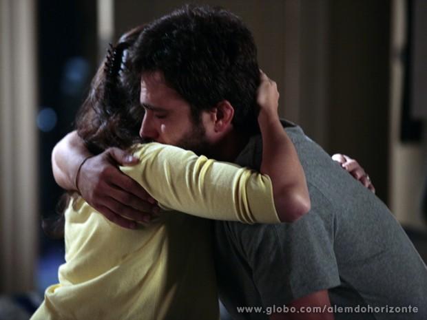 William chora com Sandra  (Foto: Pedro Curi/TV Globo)