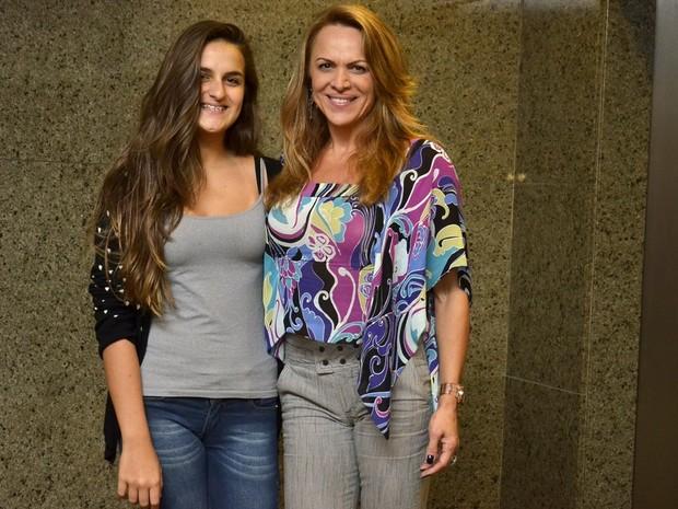Marinara Costa e a filha, Maria Clara, em culto no Rio (Foto: Instagram/ Reprodução)