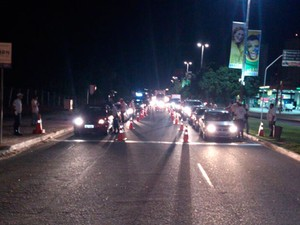 Blitz aconteceu na avenida Roberto Freire, em Natal (Foto: Divulgação/Polícia Militar do RN)