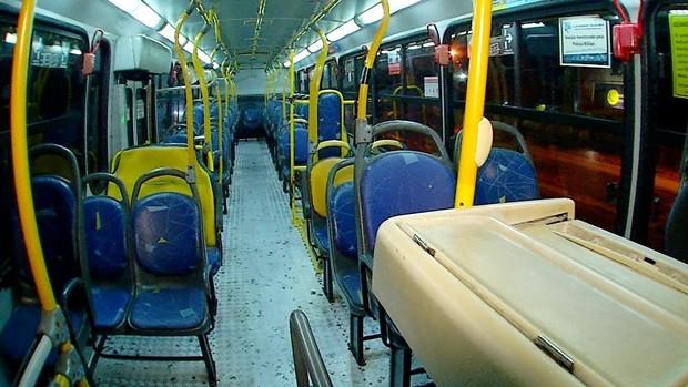 Alvo dos assaltantes, ônibus da linha 73 sai do Santarém, na Zona Norte da cidade, e segue para Ponta Negra, na Zona Sul (Foto: Reprodução/Inter TV Cabugi)