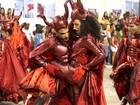 Desfile do Salgueiro tem ala e carro simulando sexo na Sapucaí