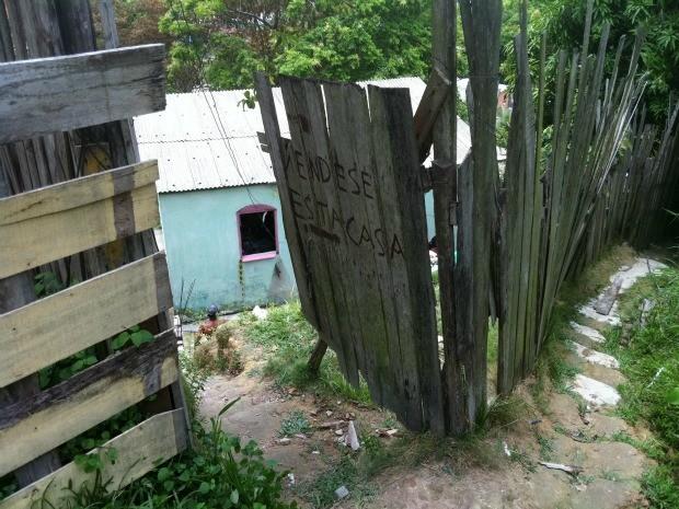 Casa onde cabeleireiro foi encontrado morto em Manaus (Foto: Marcos Dantas/G1 AM)