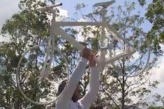 Bicicleta fantasma é colocada na SC-401 (Foto: Reprodução/RBS TV)