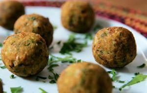 Falafel com molho de tahine: receita da Bela Gil