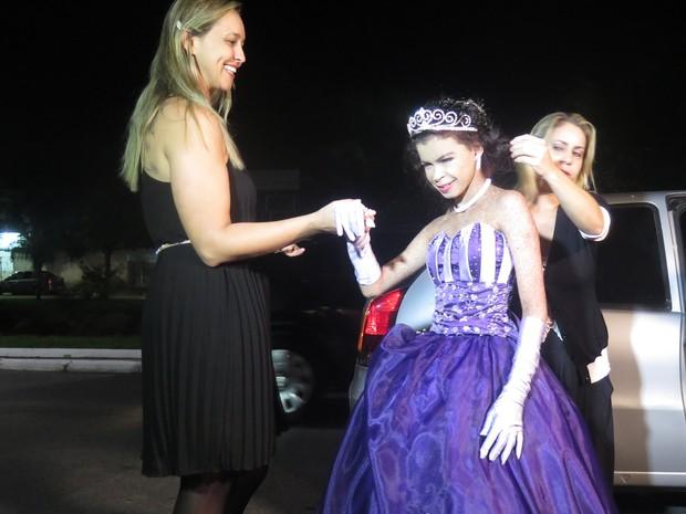 Soldado Angela foi uma das idalizadoras da festa para garota (Foto: Orion Pires/G1)