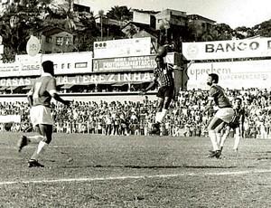 Na década de 50, o Rio Branco enfrenta o Vitória no Estádio Governador Bley (Foto: Arquivo Geral Do Município de Vitória)