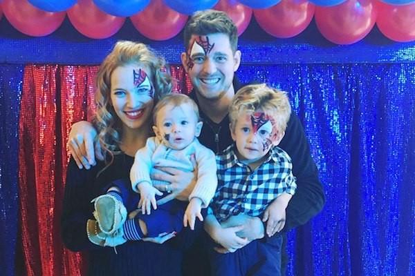 Michael Bublé com a esposa e os filhos na festa de aniversário do pequeno Noah (Foto: Instagram)