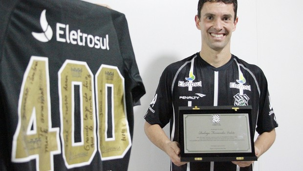 Fernandes completa 400 jogos com a camisa do Figueirense (Foto: Luiz Henrique, divulgação / FFC)