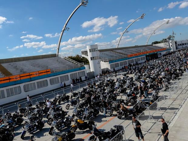 Primeiras 1,5 mil motos da marca Harley-Davidson teriam acesso gratuito ao Anhembi (Foto: Flávio Moraes/G1)