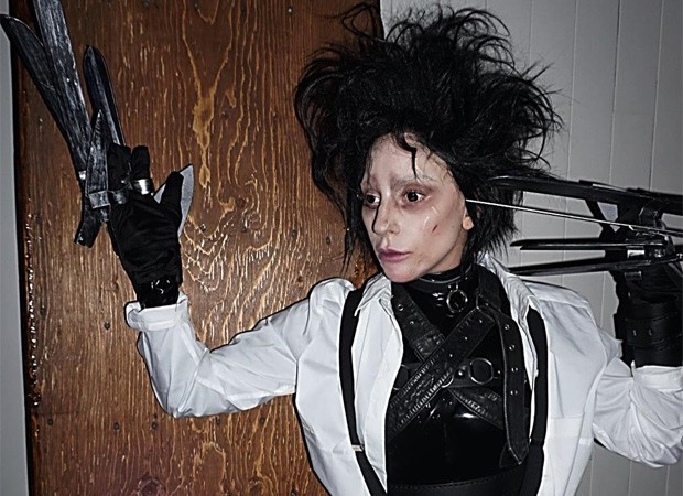 Lady Gaga fantasiada de Edward Mãos de Tesoura (Foto: Reprodução/Instagram)